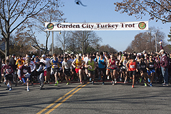 the start of the 2012 turkey trot 5 mile run all photos by stephen takacs unless otherwise stated - Garden City Turkey Trot